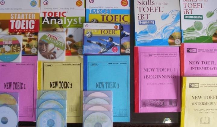 Vấn nạn sách lậu tràn lan ở các trung tâm ngoại ngữ