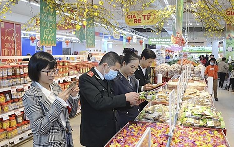 Nghệ An xử phạt 12 cơ sở vi phạm an toàn thực phẩm dịp Tết