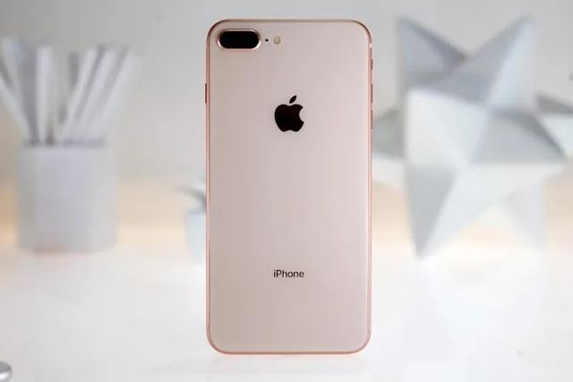 Hệ thống bán lẻ Việt Nam ngừng kinh doanh iPhone 8 Plus phiên bản máy mới, chính hãng