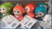 """Siêu thị Lan Chi bày bán sản phẩm đồ chơi trẻ em không nhãn phụ tiếng Việt, """"mập mờ"""" nguồn gốc"""