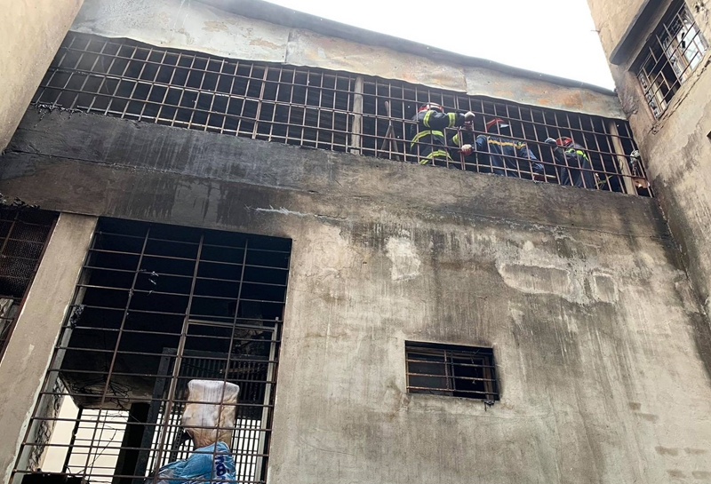 Từ vụ cháy nhà làm 4 người chết ở Hà Nội Nhà phố kín như chuồng cọp - tự khép lại cửa sống