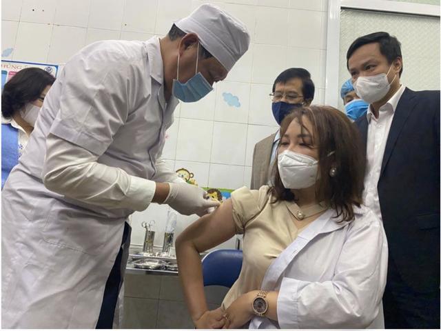 Bộ Y tế yêu cầu 63 tỉnh, thành phố lập danh sách đối tượng ưu tiên được tiêm miễn phí vaccine Covid-19