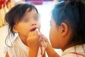 Chuyên gia cảnh báo cho trẻ đánh phấn, tô son, sơn móng tay sớm vô cùng nguy hiểm, cha mẹ cần biết