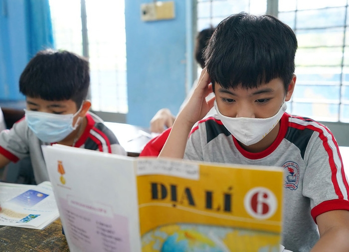 """Lựa chọn sách giáo khoa lớp 6, lớp 2 Mong là hết """"sạn"""""""