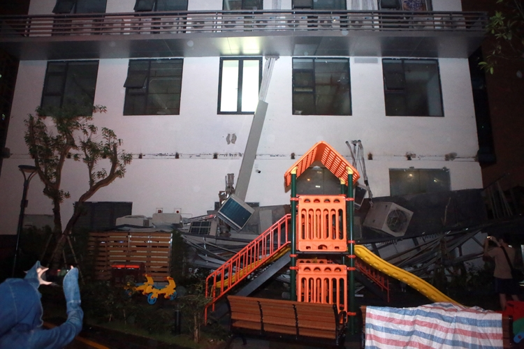 Sập giàn điều hòa khu chung cư An Bình Plaza trong đêm, nhiều cư dân hoảng loạn
