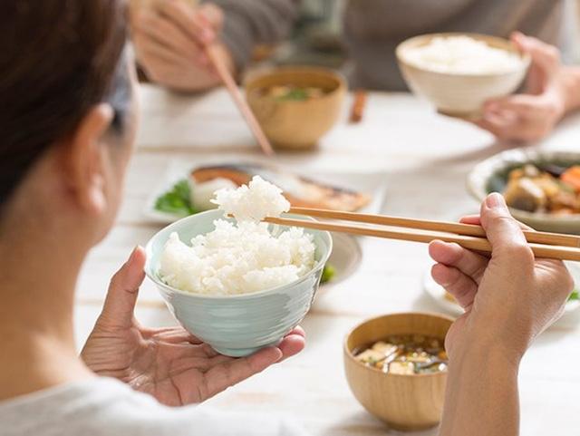 Bữa tối nên ăn gì và ăn như thế nào để kiểm soát cân nặng, kéo dài tuổi thọ