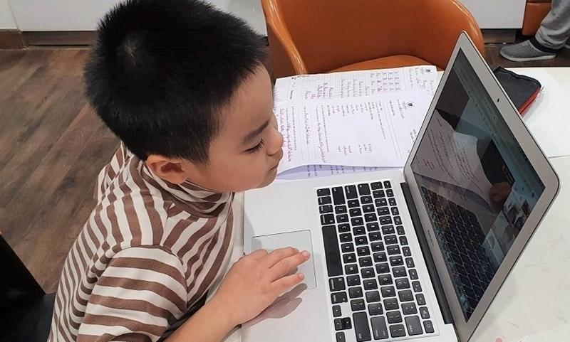 Bí quyết bảo vệ an toàn cho đôi mắt của trẻ khi học trực tuyến