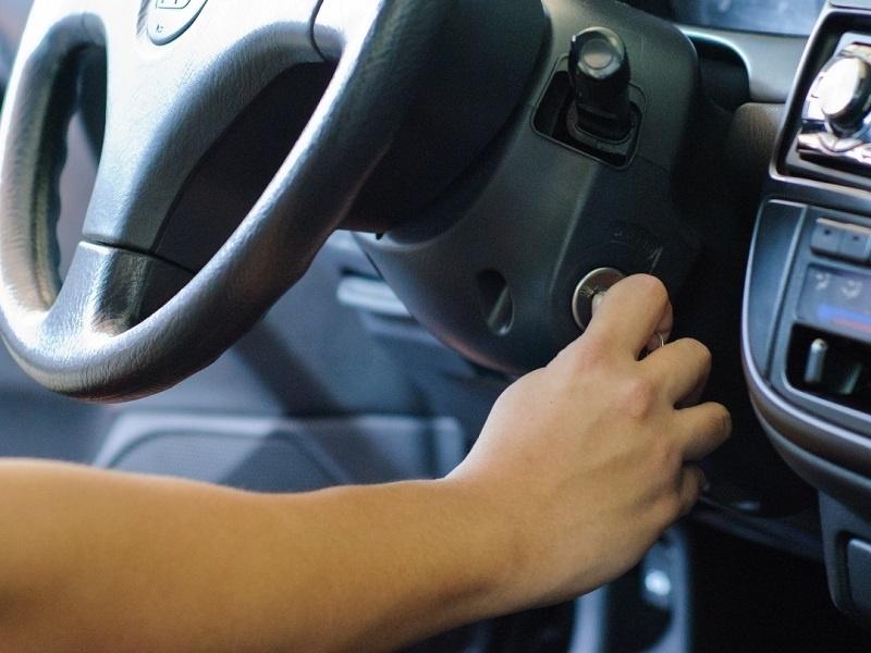 Cần làm gì khi xe ô tô để lâu khó nổ