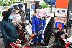 Giá xăng chạm ngưỡng 22 000 đồng lít, mức cao nhất trong 3 năm qua