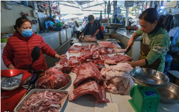 Vì sao thừa thịt heo nhưng giá bán vẫn đắt